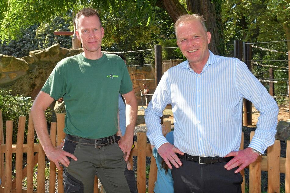 Revierleiter Ronny Moche (41, l.) und Zoo Chef Karl-Heinz Ukena (50) hoffen auf Nachwuchs bei den Dickhäutern.