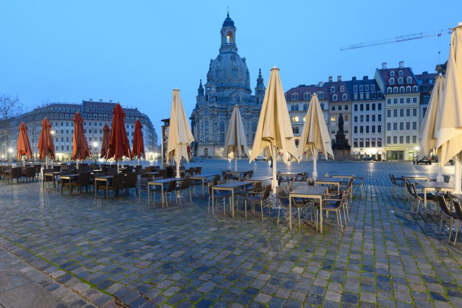 Menschenleer ist der Neumarkt und die Gastronomie in Dresden. Das wird auch noch einige Zeit andauern.
