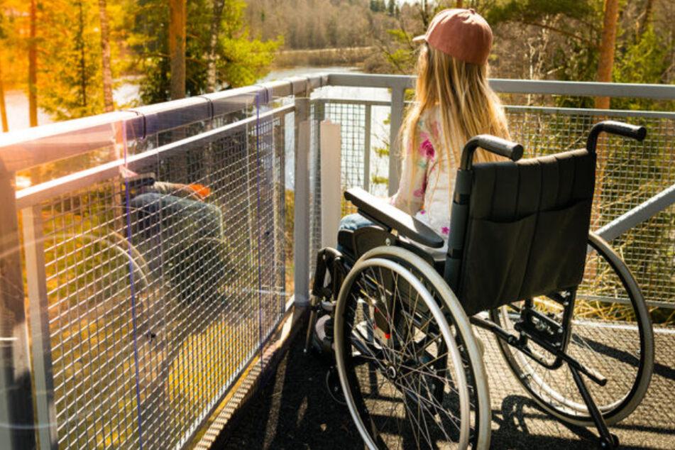 Das Mädchen musste fast acht Jahre im Rollstuhl sitzen. (Symbolbild)
