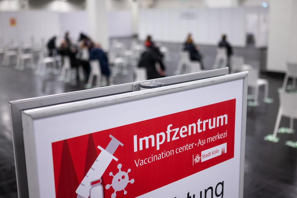 Am kommenden Montag (8. Februar) öffnen in NRW die Impfzentren. (Symbolbild)