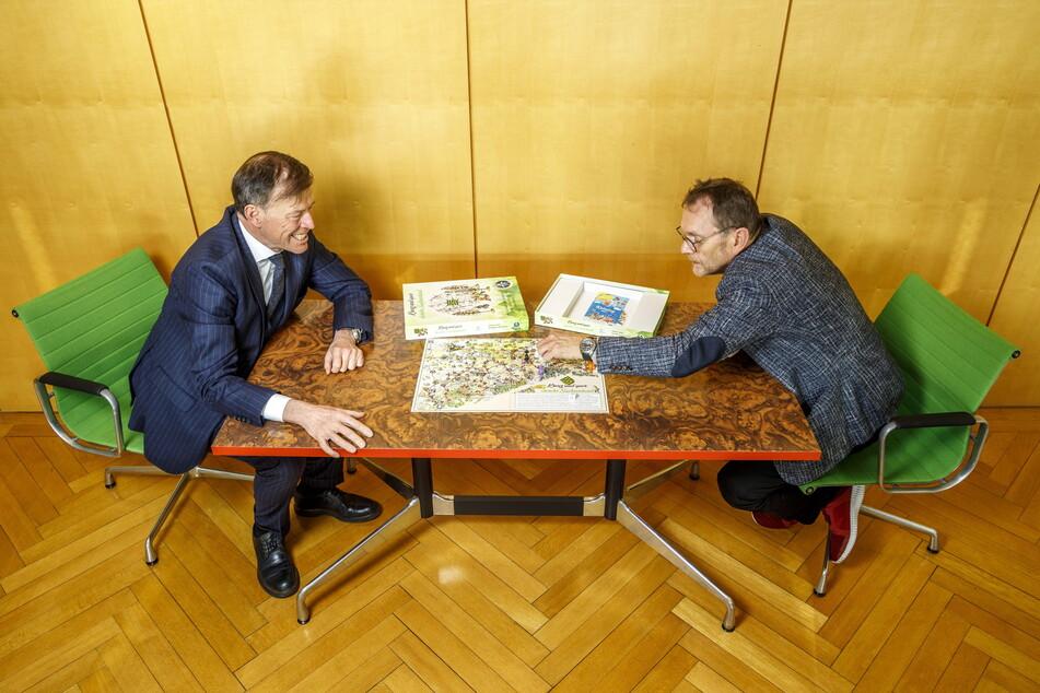 Spielen auch privat: Landtagspräsident Matthias Rößler (66, CDU, l.) und Spieleverleger Ralf Viehweg (61).
