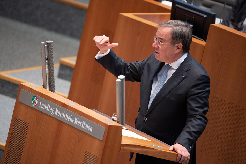 """NRW-Ministerpräsident Armin Laschet (CDU) hält längere Winterferien wegen Corona für eine """"denkbare Möglichkeit""""."""