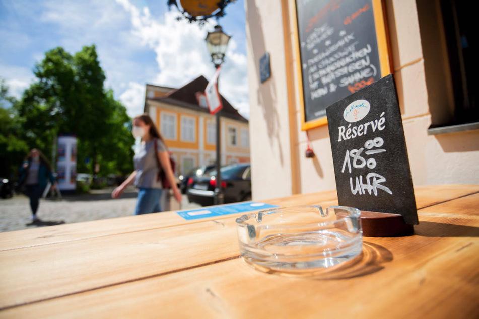 Der Anstieg bei den Corona-Neuinfektionen in Brandenburg führt in einigen Landkreisen und kreisfreien Städten zu spürbaren Konsequenzen, wie etwa der Testpflicht im Gastgewerbe. (Symbolfoto)