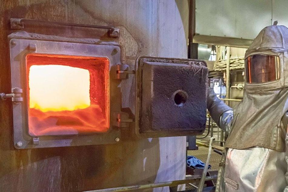 Einheizen! Eins verfeuert täglich 4000 Tonnen Kohle