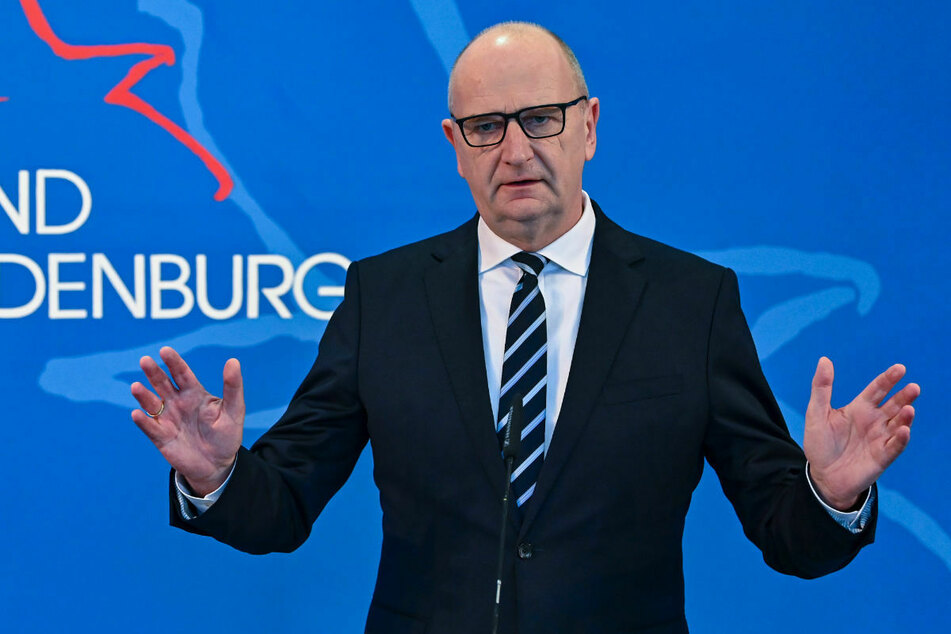 Wann nach den Grundschulen in Brandenburg auch weiterführende Schulen wieder öffnen können, ist Ministerpräsident Dietmar Woidke (59, SPD) zufolge noch offen.