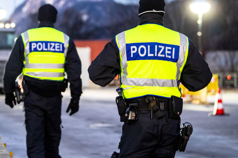 Die Polizei durchsuchte in Bayern Arztpraxen. (Symbolbild)