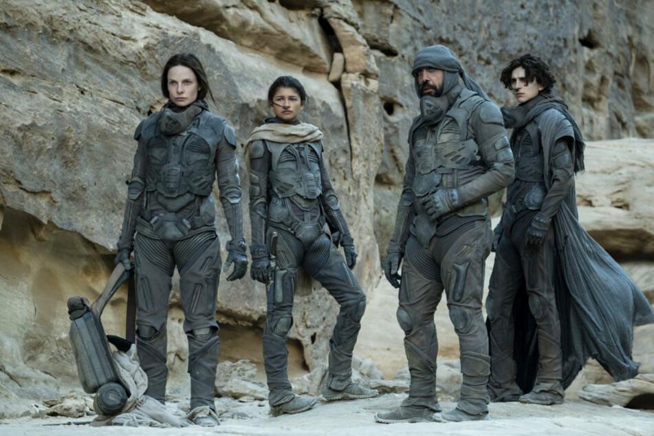 Von links nach rechts: Werden Lady Jessica (Rebecca Ferguson), Chani (Zendaya), Stilgar (Javier Bardem) und Paul Atreides (Timothée Chalamet) exklusiv im Kino zu sehen sein?
