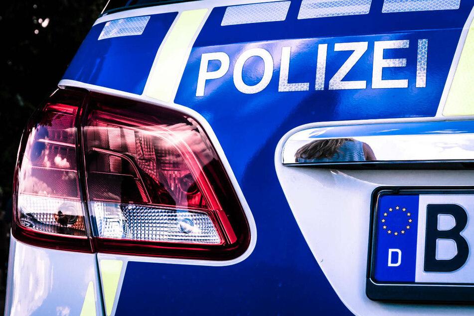 Am Mittwochmorgen wurde ein Mann ohne Mund-Nase-Schutz von der Polizei am Flughafen-Bahnhof Schönefeld kontrolliert und verhaftet. (Symbolfoto)