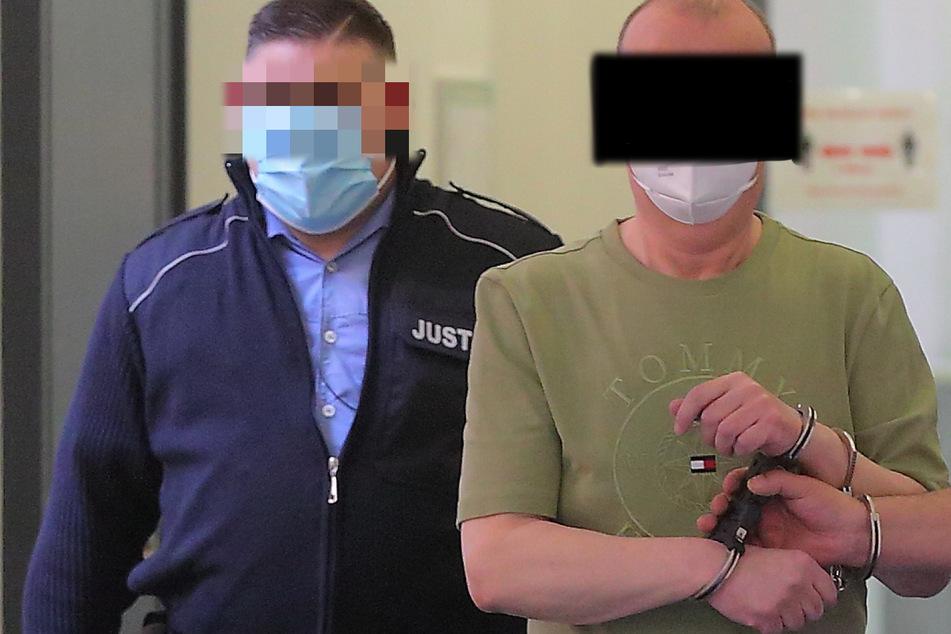 Andreas E. (59) sitzt derzeit in U-Haft, muss sich vorm Landgericht verantworten.