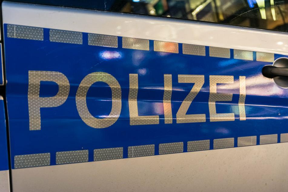 Die Polizei ermittelt gegen den 15-Jährigen wegen räuberischen Diebstahls. (Symbolbild)