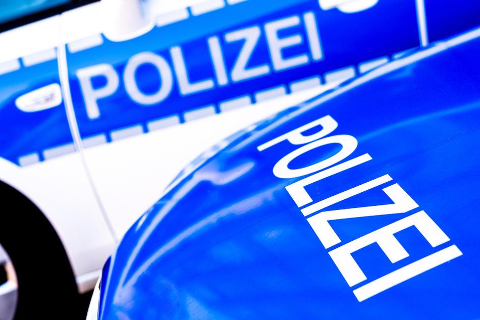 Polizei findet NS-Andachts-Gegenstände und Armbrust bei Reichsbürger