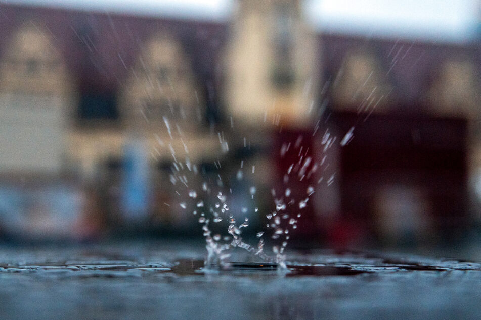 Auch am Samstag soll es in Sachsen wieder viel Regen geben. (Symbolbild)