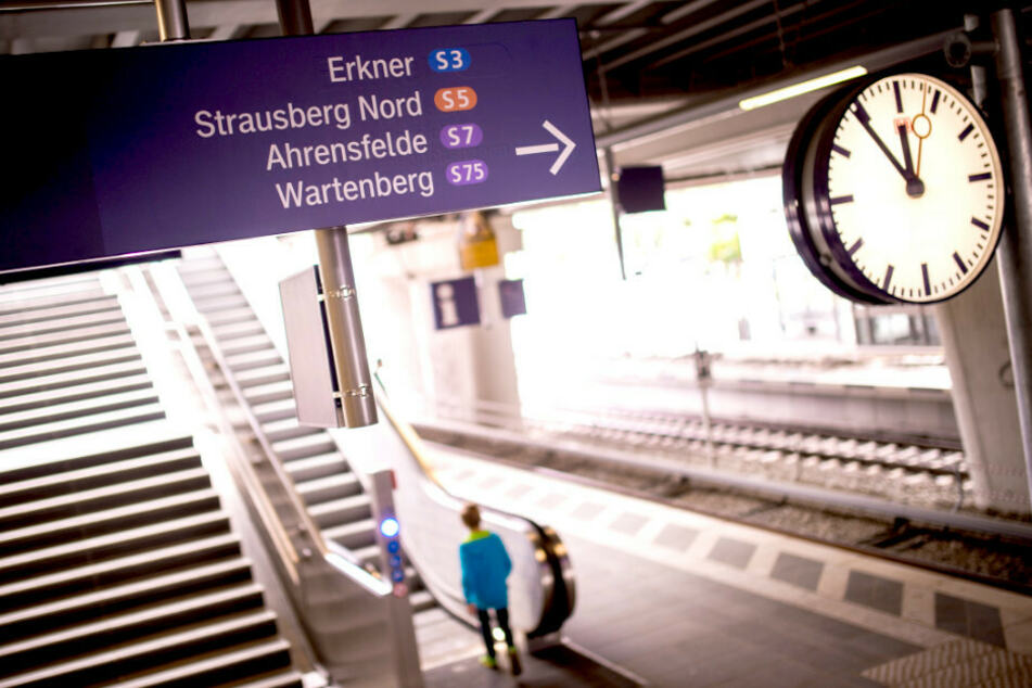 Polizei vermutet politisches Motiv: Brandanschlag auf Kabel der S-Bahn!