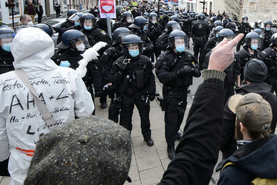 Die Demonstration der Querdenker in Kassel war gerichtlich unter Auflagen genehmigt worden. Die Demonstranten missachteten die Auflagen aber massiv.