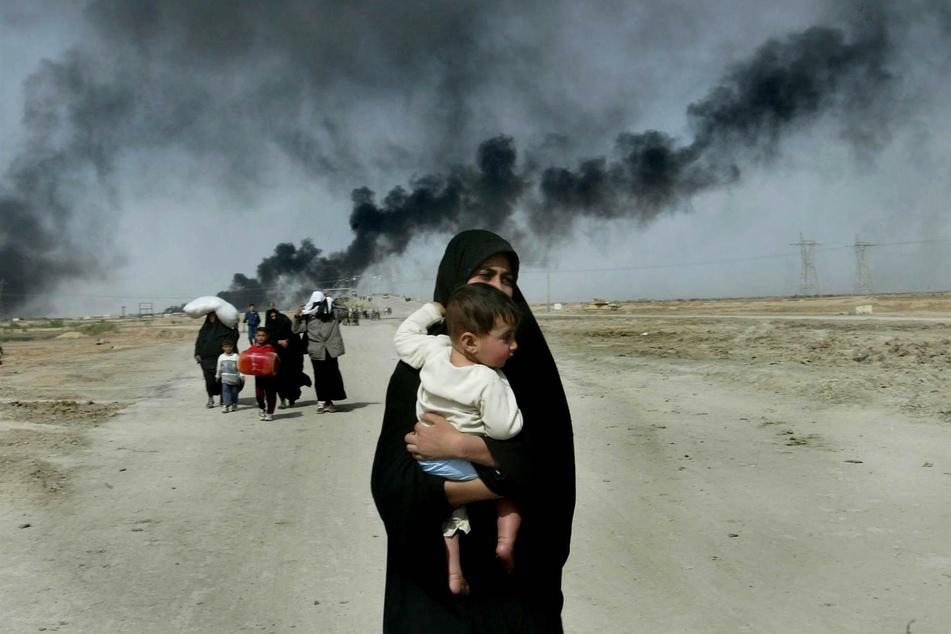 Diese Mutter und ihren Sohn fotografierte Anja Niedringhaus im Jahr 2003, als sie sich gerade auf der Flucht aus der irakischen Stadt Basra befanden.
