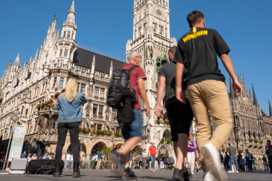 Zur Eindämmung des Coronavirus will die Stadt München eine Maskenpflicht auf bestimmten öffentlichen Plätzen und Straßen der Innenstadt erlassen.