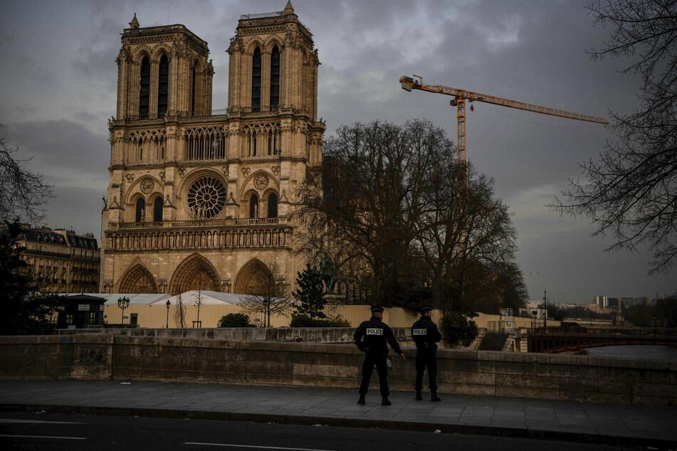 Auch das Umfeld der Notre Dame ist menschenleer.