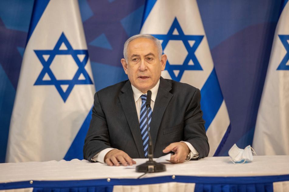 Benjamin Netanjahu (70), Ministerpräsident von Israel, gibt im israelischen Verteidigungsministerium eine Erklärung ab.