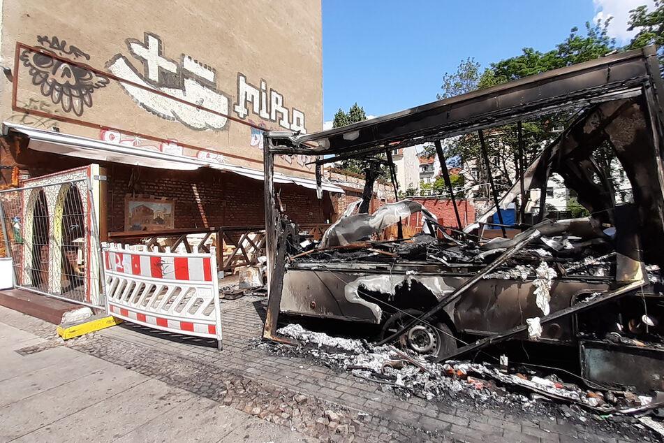 Brandstiftung? Imbisswagen auf der Eisenbahnstraße abgefackelt