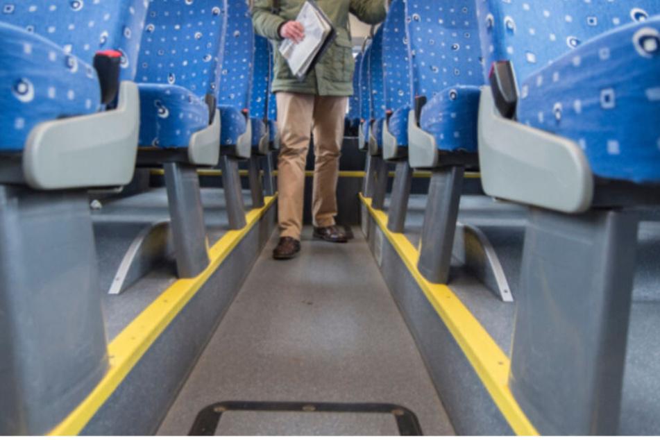 Fahrgäste machen gefährliche Entdeckung in Linienbus