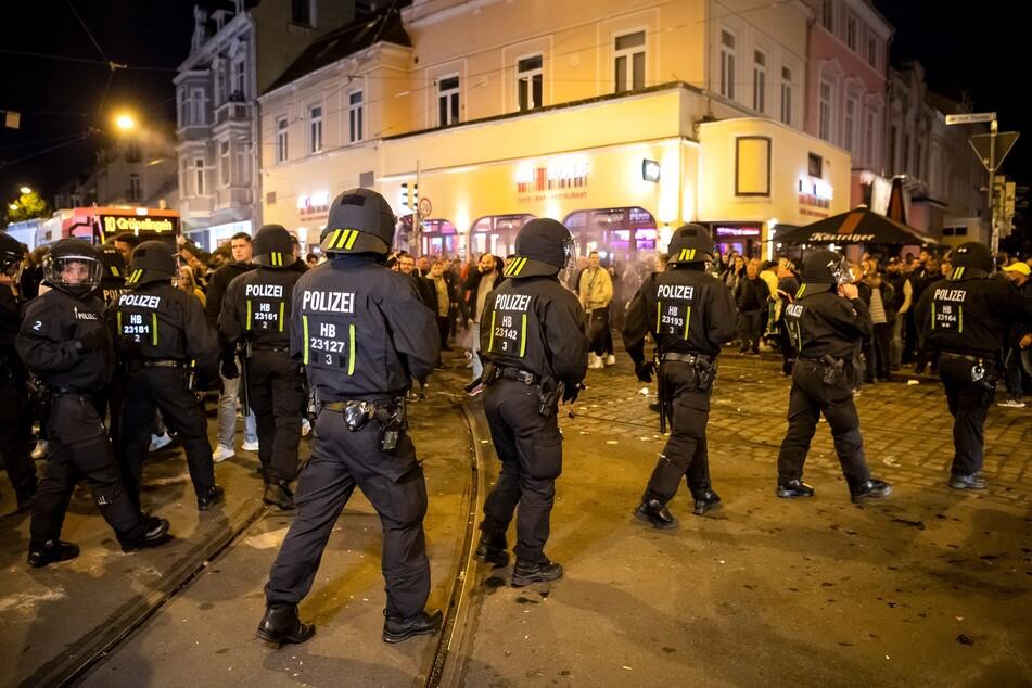 Randale-Party nach Klassenerhalt: Werder-Fans attackieren Polizei