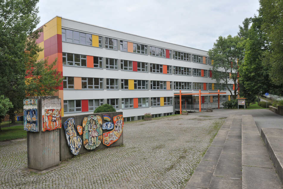 """Unbekannte brachen in der Nacht zum Montag in die Schule """"Johannes Trüper"""" in Chemnitz ein. Es ist der zweite Einbruch in diese Schule."""