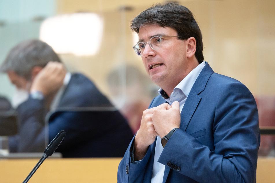 SPD-Fraktionschef Florian von Brunn (52) hat beim Thema Verkehrswende in Bayern sehr klare Vorstellungen für den Freistaat.