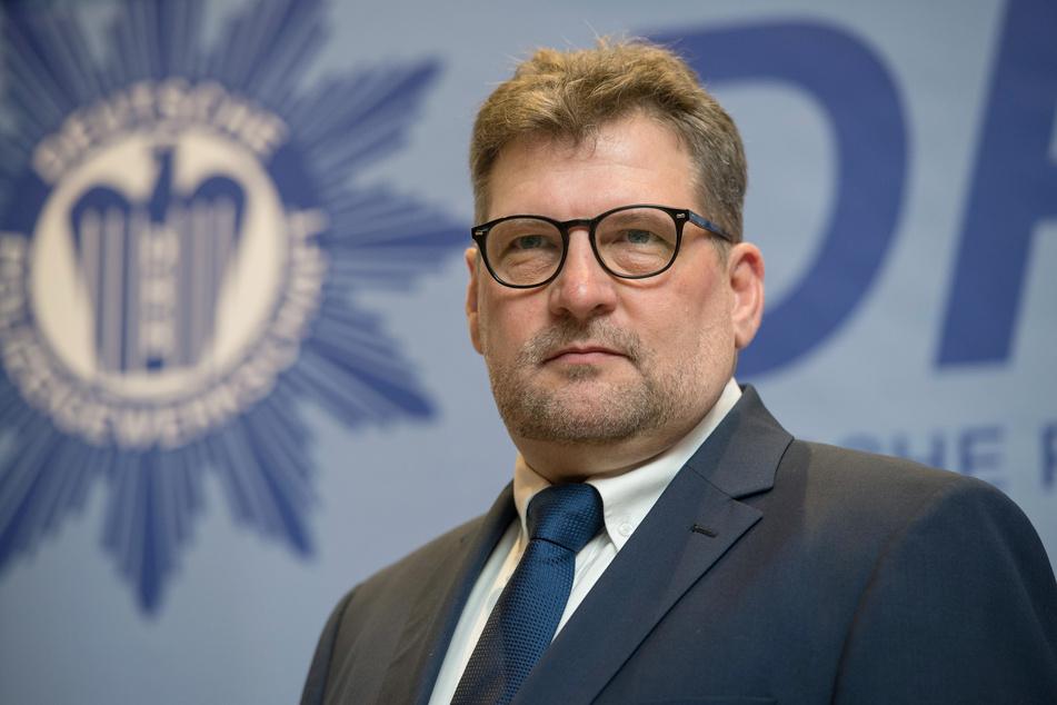 Ralf Kusterer, der Landesvorsitzende Baden-Württemberg der Deutschen Polizeigewerkschaft Baden-Württemberg, spricht sich für eine Erhöhung der Grenzkontrollen aus.