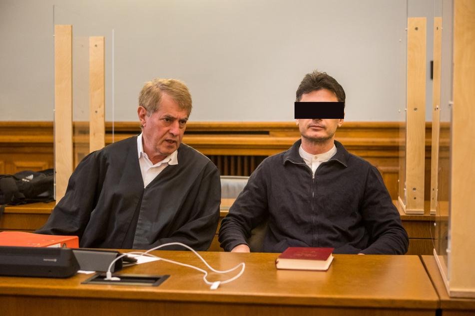 Noch wegen Mordes angeklagt: Mariglen M., hier mit seinem Anwalt Stephan Bonell (l.), räumte die tödlichen Schüsse ein.
