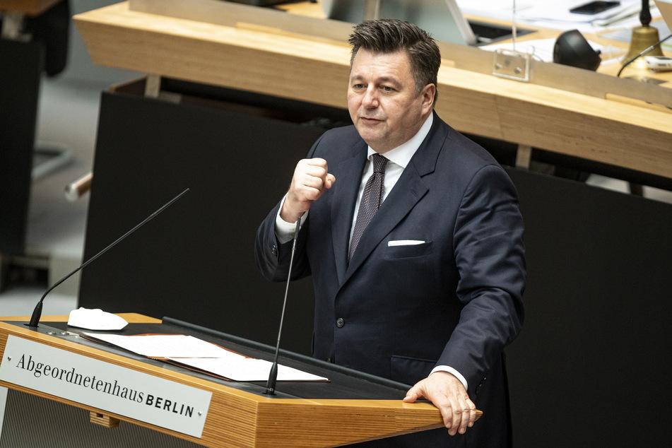 Innensenator Andreas Geisel (55, SPD) will keine weiteren Verzögerungen bezüglich der Rigaer Straße 94 akzeptieren.