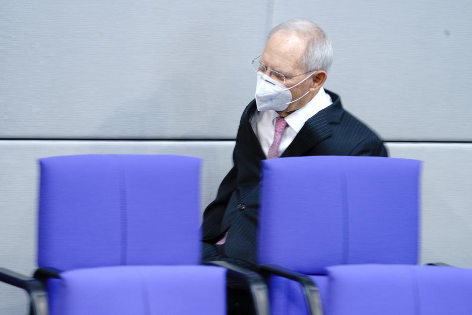 Wolfgang Schäuble (CDU), Bundestagspräsident, kommt zur Sitzung des Bundestags.