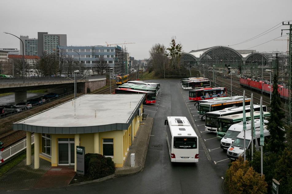 Aktuell müssen die Fernbusse noch an der Bayrischen Straße halten. Vor allem vor Corona war die Situation teils konfus und gefährlich.