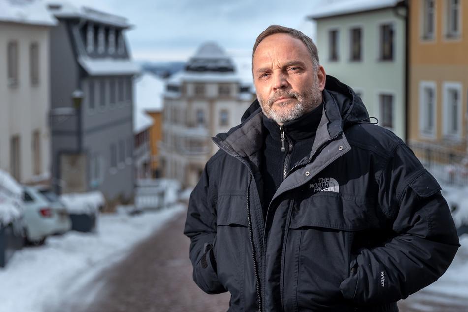 Verspricht Freiheit für 72 Stunden mit virtueller Eintrittskarte: Trotz hoher Inzidenzwerte (diese Woche um 150) will der Augustusburger Rathaus-Chef Dirk Neubauer (50, SPD) mit seinem Modellprojekt dem Lockdown entrinnen.