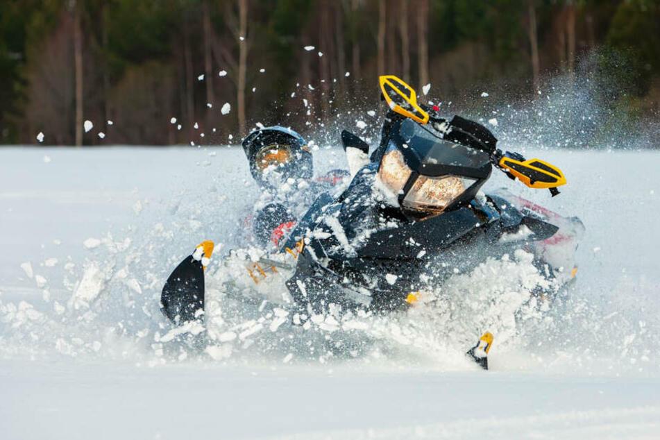 Bei einem Unfall in Nordrhein-Westfalen kam ein 50-jähriger Schneemobil-Fahrer ums Leben. (Symbolbild)