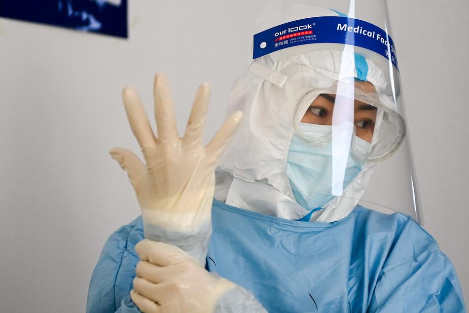 China has new strategy to curb the coronavirus: anal testing!