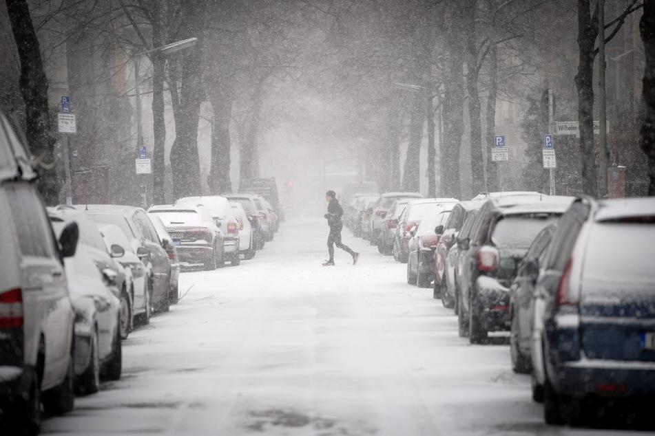 Der starke Schneefall sorgt auch in Berlin und Brandenburg für Einschränkungen im Bahnverkehr.