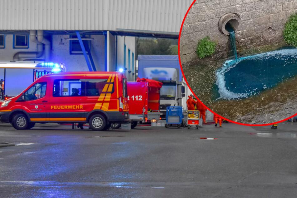 Gefahrguteinsatz im Erzgebirge: Blaue Substanz läuft in Bach