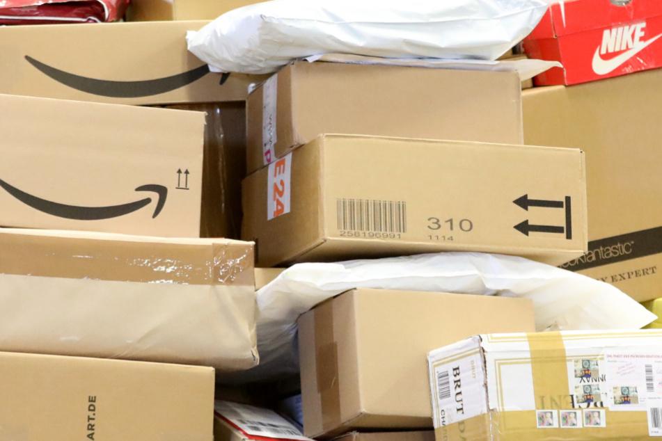 Seit Ende 2020 sollen die Boten sich an Paketsendungen zu schaffen gemacht haben. (Symbolbild)