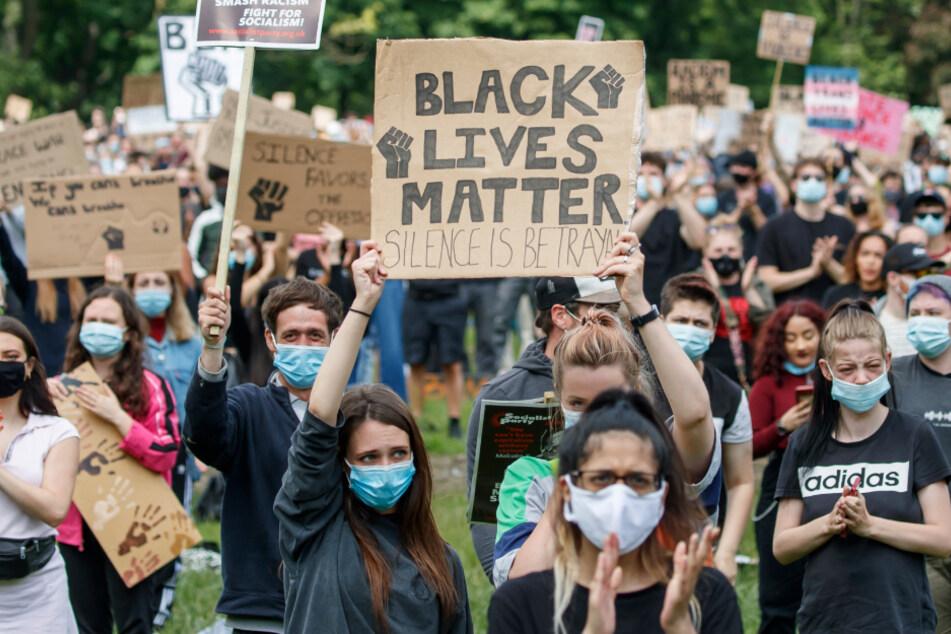 Der Tod des Afroamerikaners George Floyd bei einem Polizeieinsatz in den USA hat weltweit Kundgebungen gegen Rassismus nach sich gezogen.