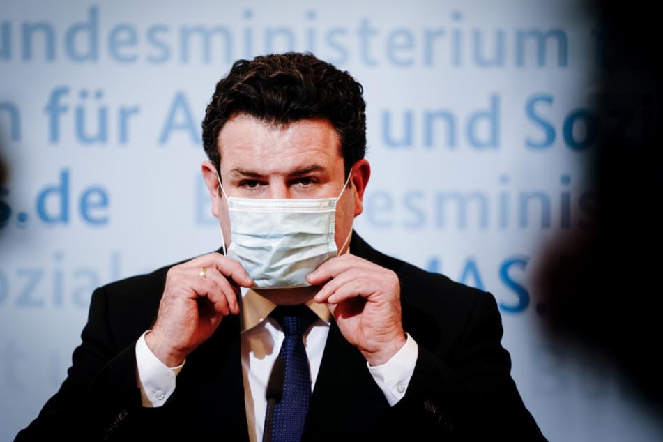 Hubertus Heil bei einer Pressekonferenz.