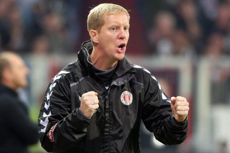 Pauli-Trainer Timo Schultz muss mit seinem Team gegen den Saalrand-Pokalsieger ran.