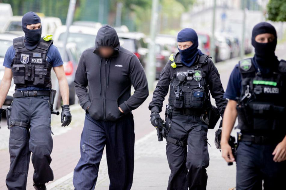 Schlag gegen Islamisten-Szene: Razzia mit Hunderten Polizisten
