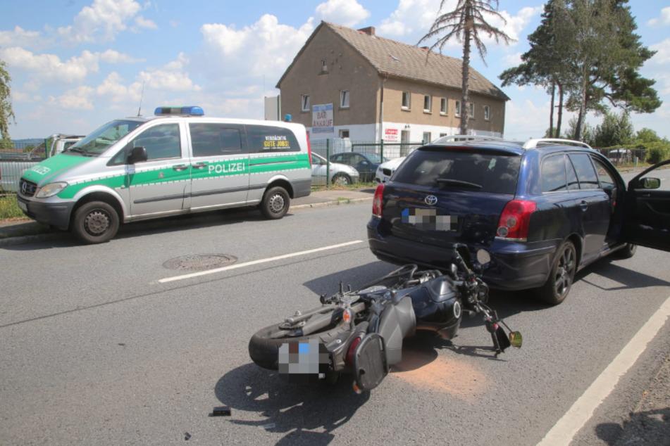 Ein Motorrad sowie ein Toyota wurden beschädigt.
