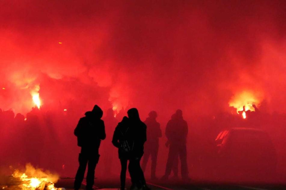 In Connewitz wird nun massiv mit Pyrotechnik gezündelt.