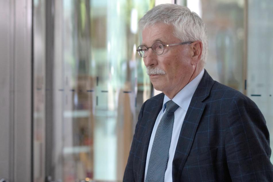 Thilo Sarrazin verlässt nach dem Urteil des obersten Parteischiedsgerichts der SPD die SPD-Zentrale.