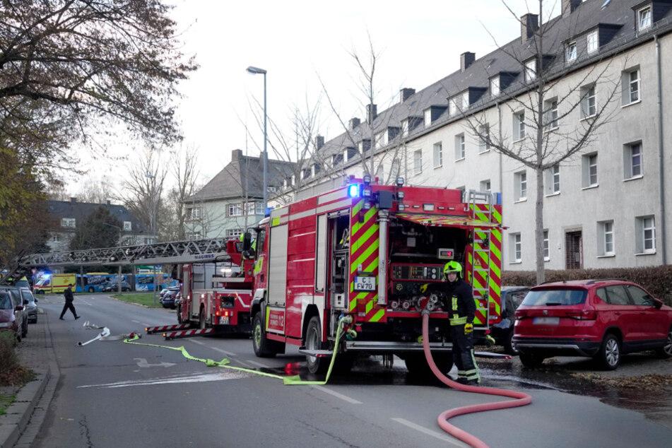 Die Feuerwehr konnte ein Übergreifen auf das gesamte Dach verhindern.