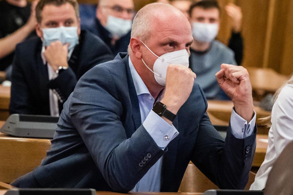 Detlef Müllers (55) Freude über das Ergebnis am Sonntagabend war im Chemnitzer Rathaus unübersehbar. Nachdem anfangs noch AfD-Kandidat Klonovsky (59) führte, konnte Müller mit einem Viertel der Erststimmen die Wahl gewinnen.