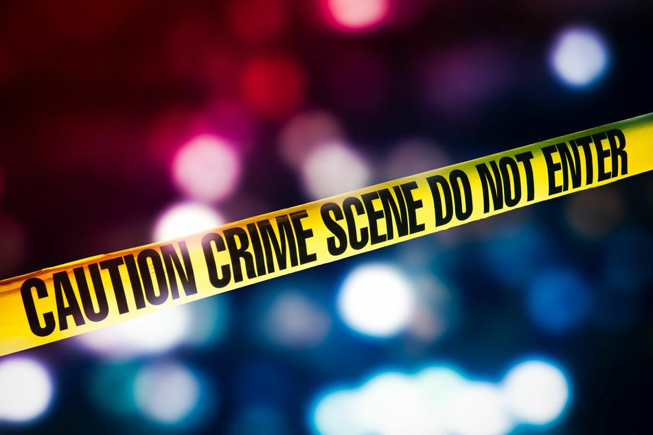 Die Schwester des Opfers fand die Leiche in dessen Wohnung.