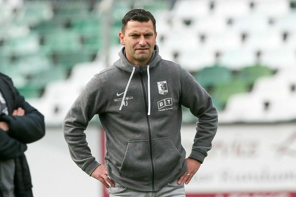 Chemie Leipzigs Trainer Miroslav Jagatic hält nichts von einer vorschnellen Wiederaufnahme des Spielbetriebs - obwohl sein Team vor der Zwangspause gut drauf war.
