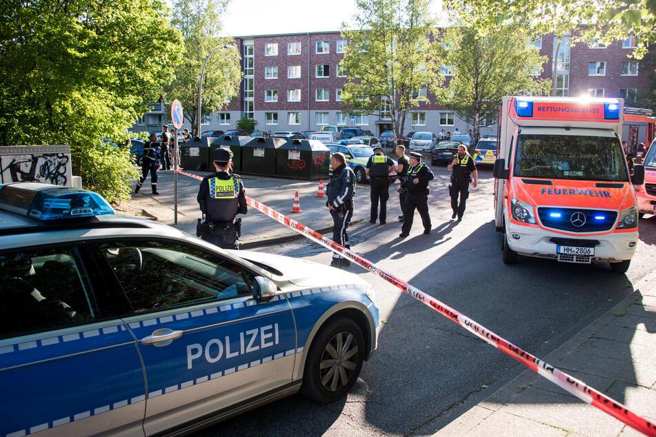 22-Jähriger durch Schüsse verletzt: Polizei fahndet nach drei Tätern